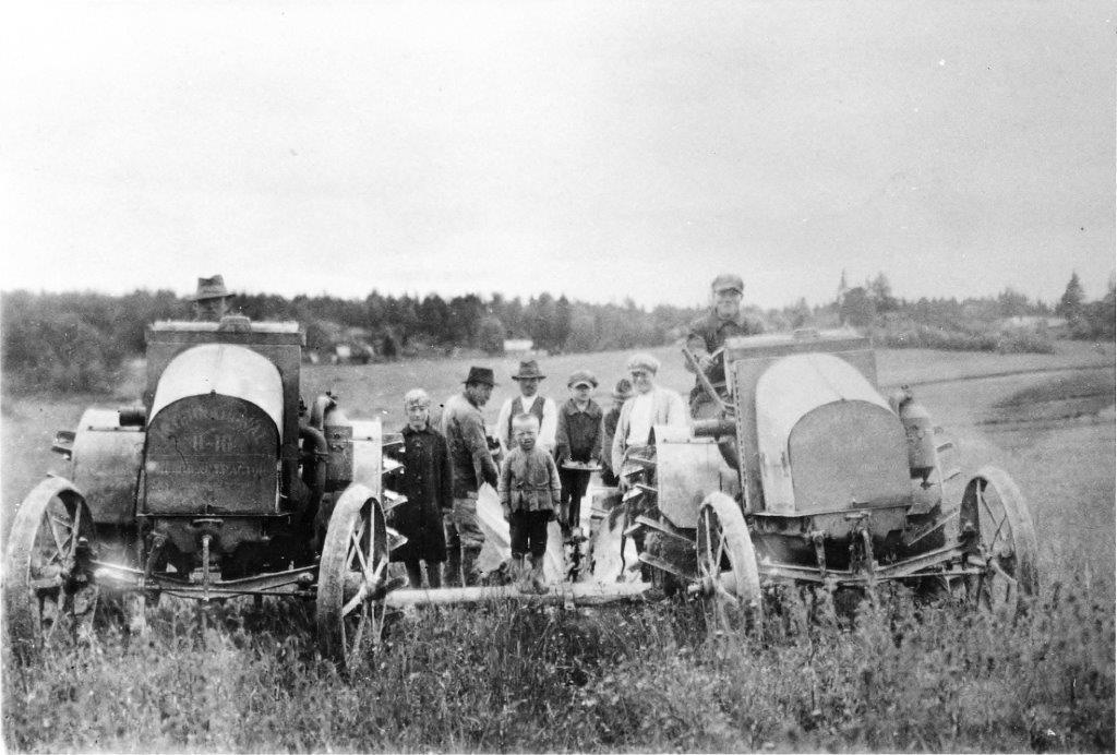 Nummen ensimmäiset traktorit (Lukkarin ja Pirkkulan)