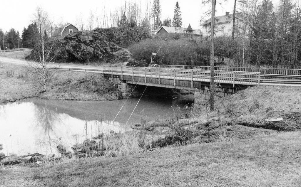 Nummenjoen silta, korjattu 70-luvulla, rak.vuosi 1929
