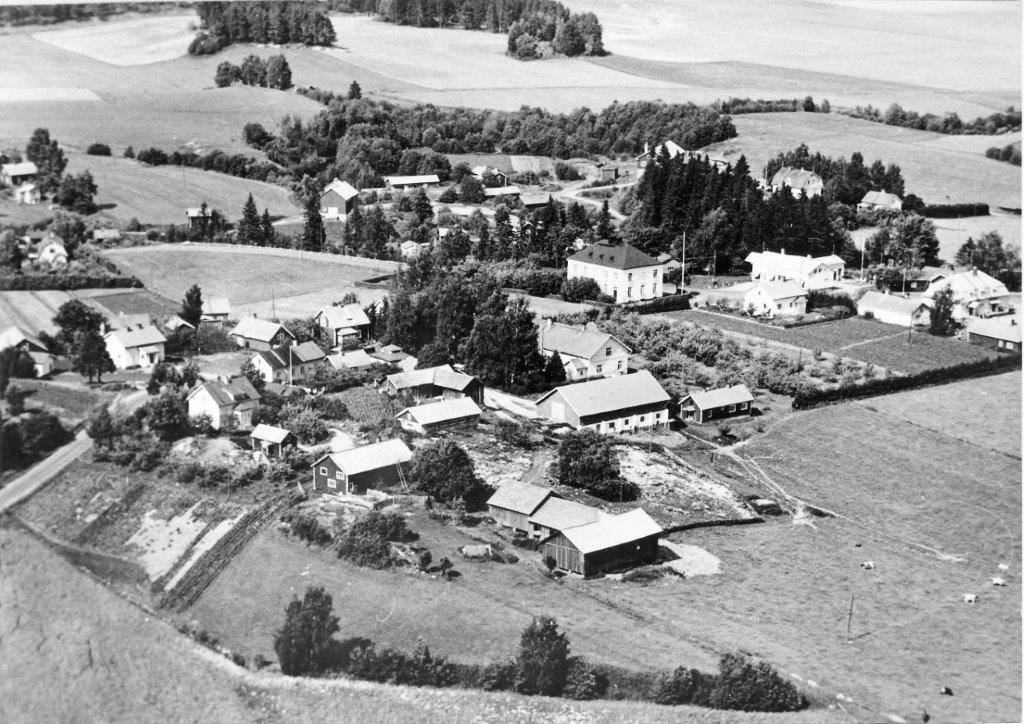 Oilaan Riikanmäki ja kyläkeskusta