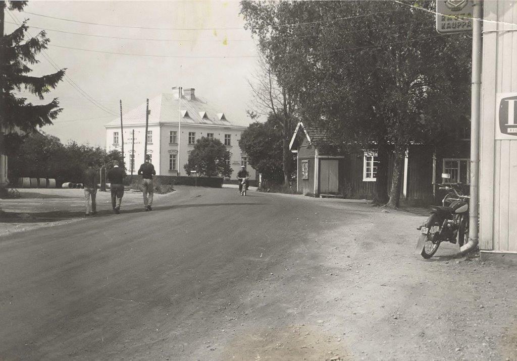 Oinolan kyläkeskus 1950-luvulla