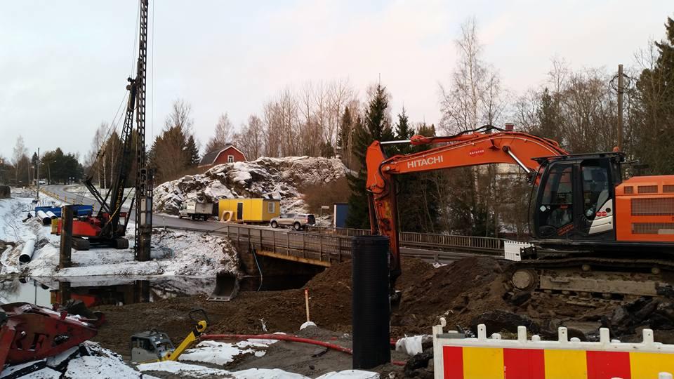 Oilaantien kevyen liikenteen väylän ja uuden sillan rakennustyömaa ©Jani Harju